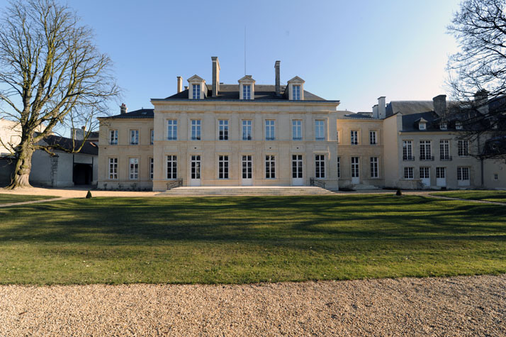 View of the Hôtel Particulier du Marc (Marc Townhouse) with its renovated façade, seen from the garden. Photo by Alain Hatat, Image Courtesy of Veuve Clicquot