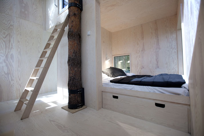 The Mirror cube (interior)Photo © Peter Lundstrom, WDO | Treehotel