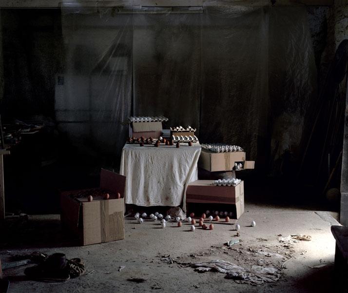 Les Amants (Untitled), Colour Photograph, 85 x 100 cm, 2010 photo © Noemie Goudal