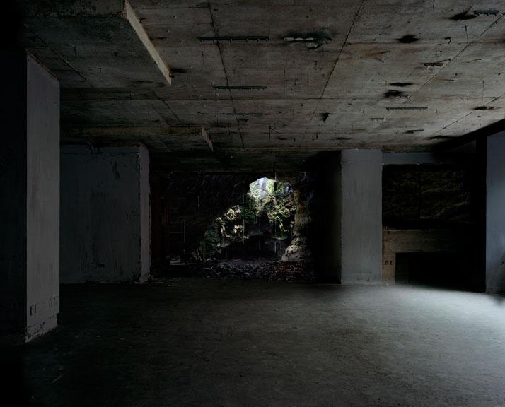Haven her body was | Warren, Lightjet, 168 x 208, 2011 photo © Noemie Goudal