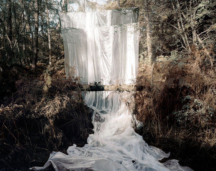 Les Amants (Cascade), Colour Photograph, 168 x 208 cm, 2009photo © Noemie Goudal