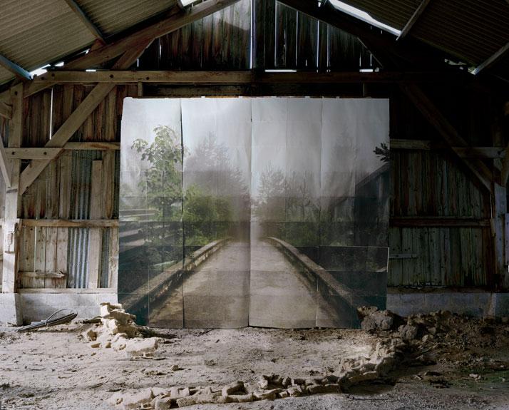 Les Amants (Promenade), Colour Photograph, 111 x 140 cm, 2009 photo © Noemie Goudal