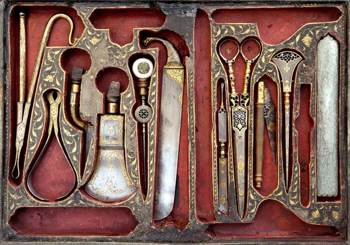 photo © Odysseas LekkasSet of surgical tools decorated with overlaid gold, Iran 19th century. Courtesy of The Benaki Museum, Athens