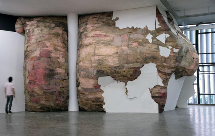 The Origin of the Tird World | (external view) | Henrique Oliveira, 201029ª Bienal de São Pauloplywood, PVC and metal  4,9 x 45 x 5 m photo © He