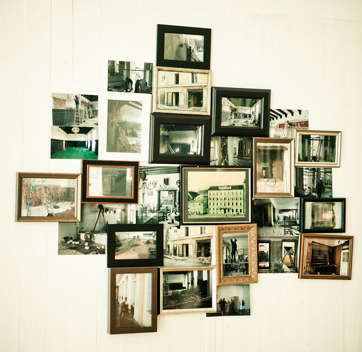 Pictures wall, photo © Hotel Wiesler