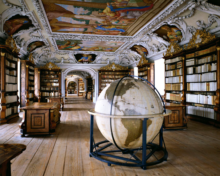 Biblioteca del Abbazia di Kremsmunster, Germany, 1994 | photo © Massimo Listri