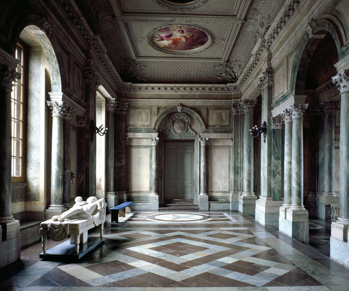 Palazzo Reale III, Stockholm, 1998 | photo © Massimo Listri