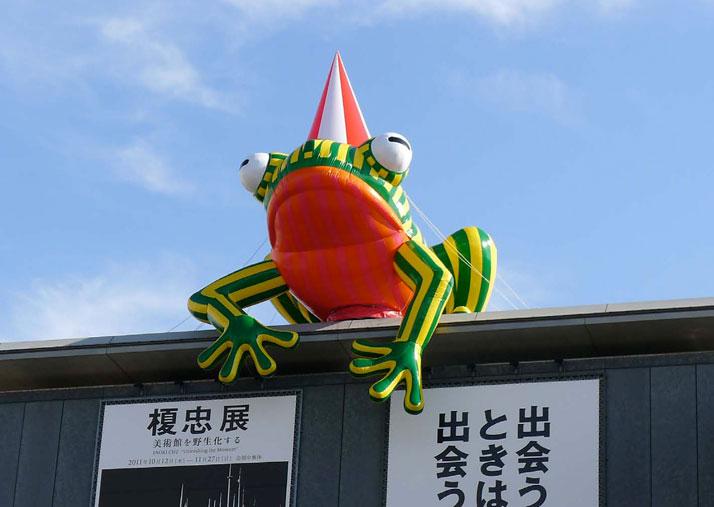Kobe Frog, Kobe, (JP) 2011, photo© Florentijn hofman