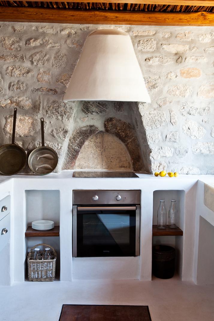 A Private Residence By Interior Designer Tina Komninou In Hydra Greece Yatzer