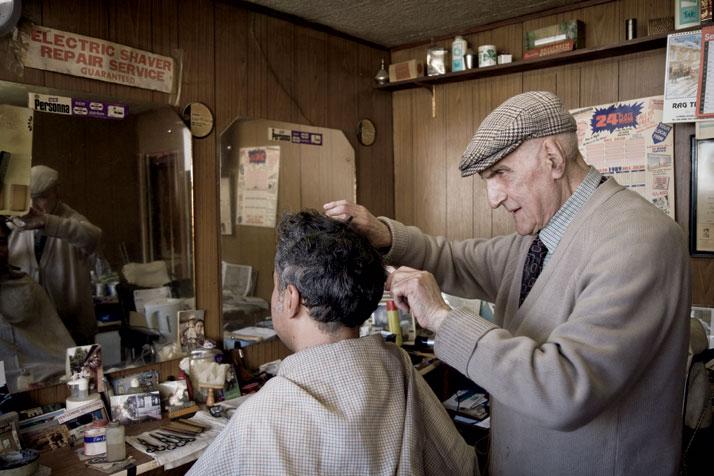 A veteran of World War II, 89-year-old Aaron Biber, Tottenham High Road photo © Brian Leli