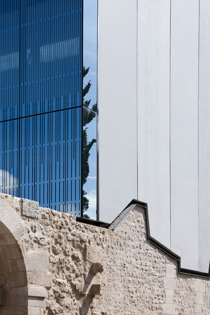 Prefabricated concrete panels follow the shape of the existing building below. photo © Opus 5