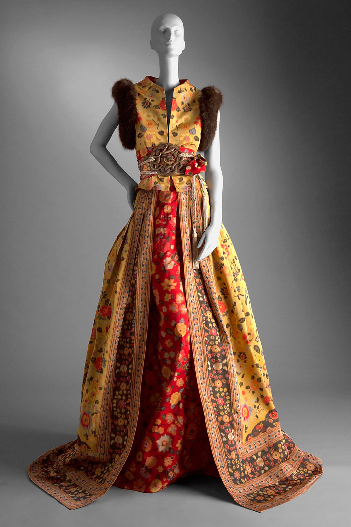 2002 2003 Fall Winter HC Floral print taffeta evening outfitphoto © Valentino Garavani, Virtual Museum