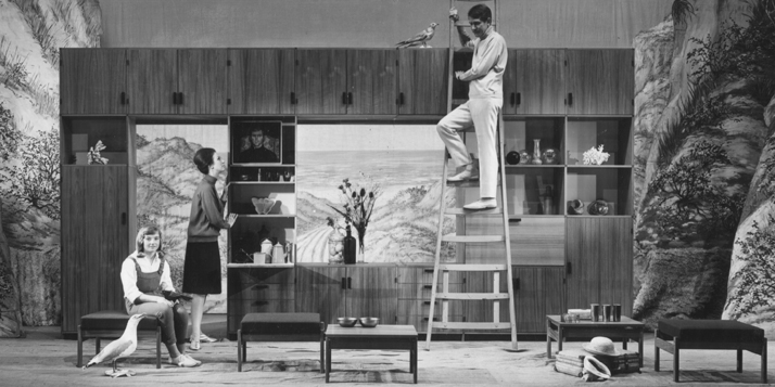 Setting a PASTOE bookcase, 1964photo © Jan Versnel
