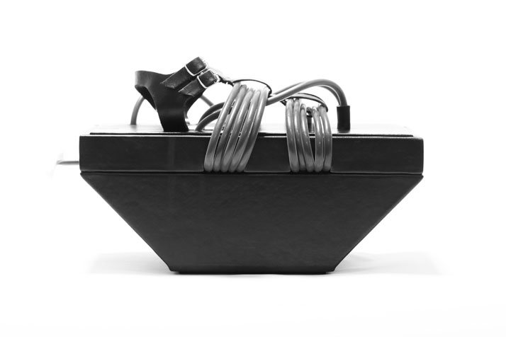 Umbilical Geta sandal, photo © Benjamin John Hall