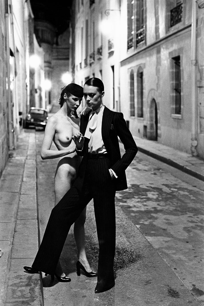 Helmut Newton, Yves Saint Laurent, Rue Aubriot, Vogue France, 1975, Parisphoto © Helmut Newton Estate