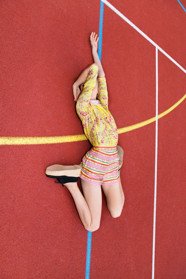 For Carven campagne, Femme été 2012, photo © Viviane Sassen