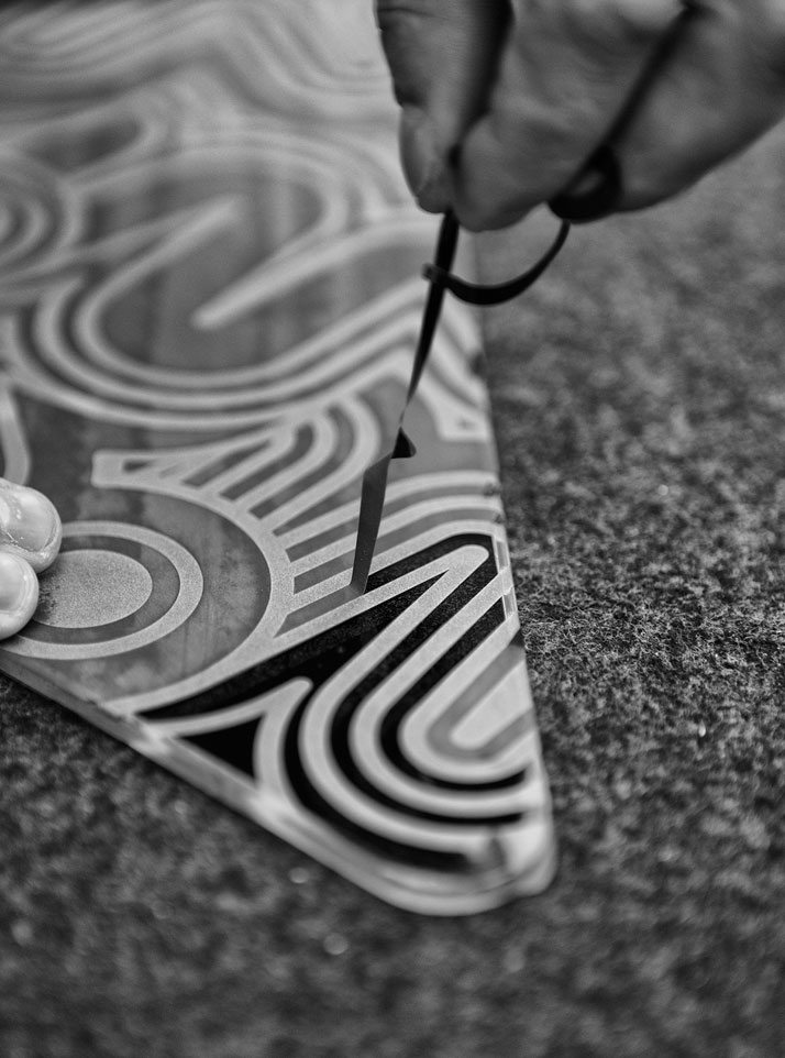 Ten. Henry glass, sandblasted glass (making of)photo by Emanuele Zamponi, Courtesy of Vacheron Constantin