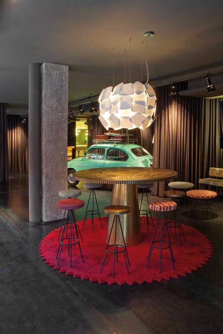 Chic basic ramblas hotel by lagranja design in barcelona for Hotel chic decor