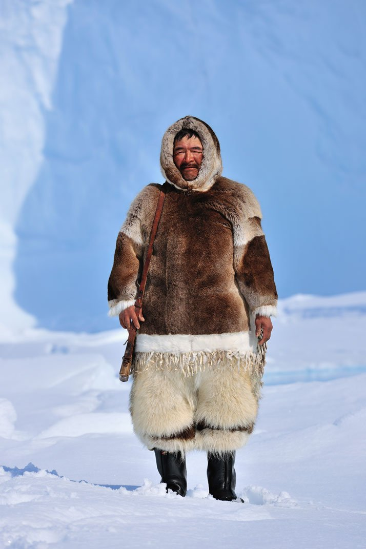 An Inuit guide with his winter outfitphoto © David De Vleeschauwer, Classe Touriste