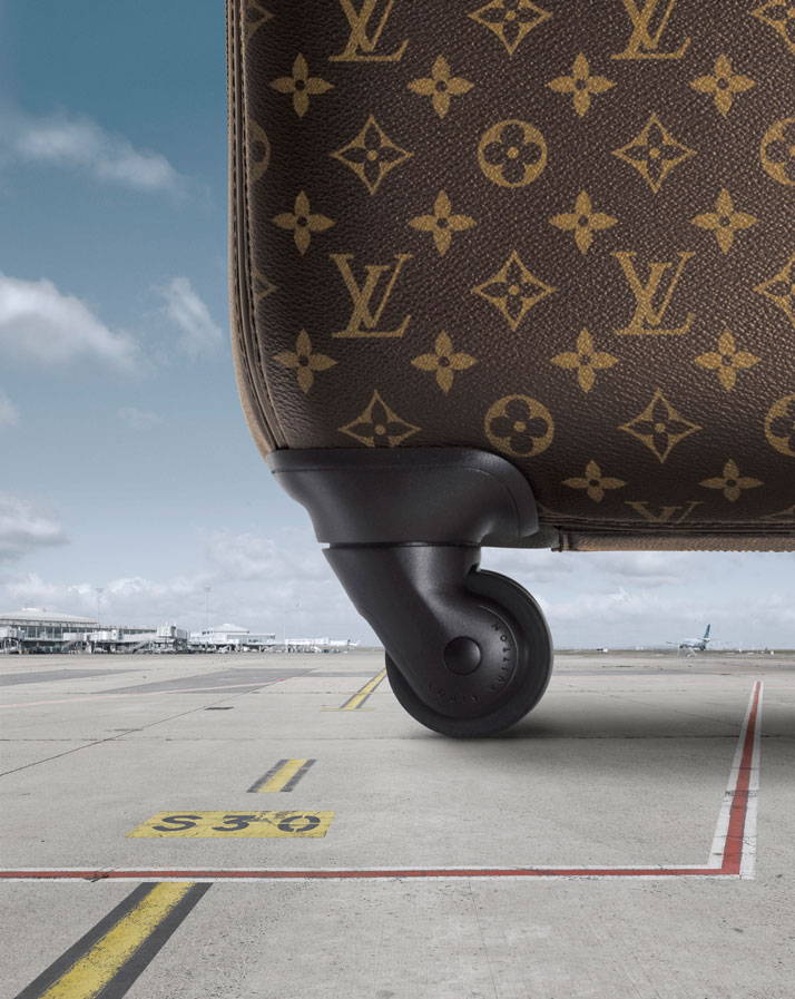 Louis Vuitton's new four-wheeled suitcase. Pégase series.photo © Louis Vuitton