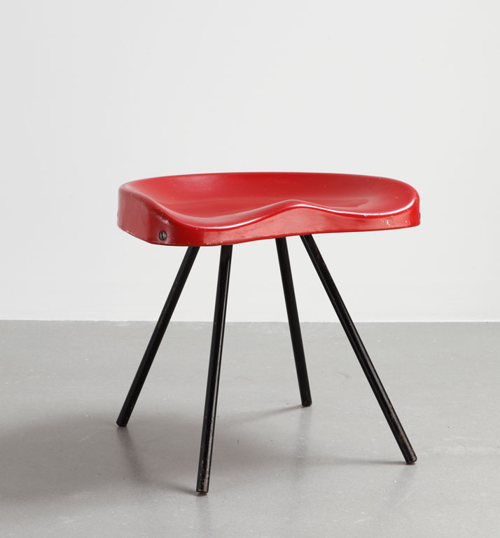Stool N°307, 1951Steel tube, pressed aluminum sheet, wood clogsCollection Laurence and Patrick Seguin © Galerie Patrick Seguin