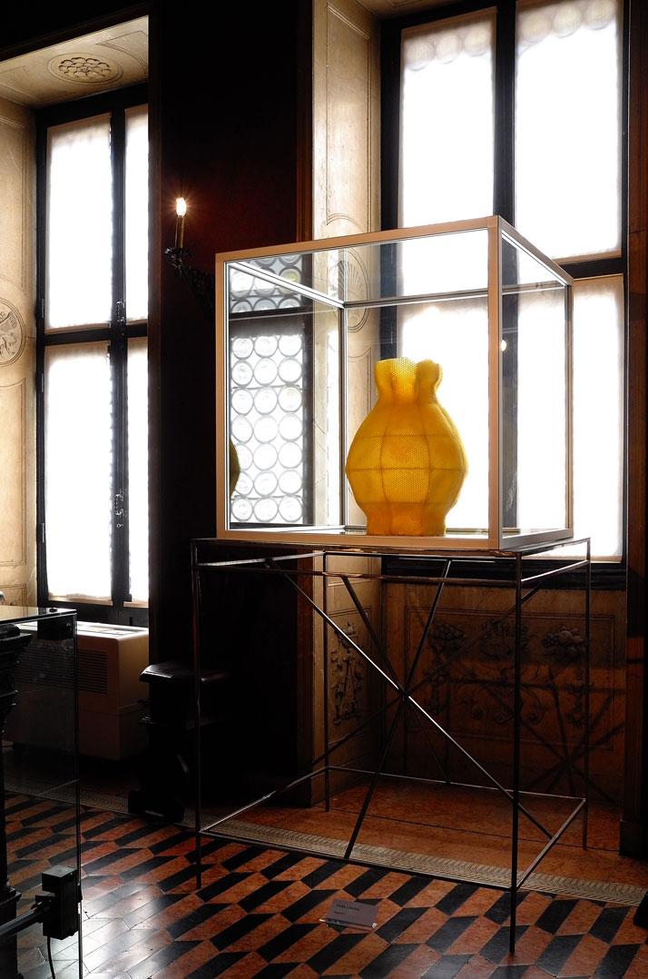 ''Martha Hertford Vase'' in beewax designed by Tomáš Libertíny and produced by bees. Photo by Tatiana Uzlova.