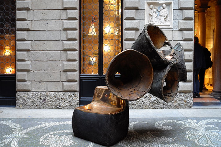 Auditorium, bronze piece, 2011 by Nacho Carbonell. Photo by Tatiana Uzlova.