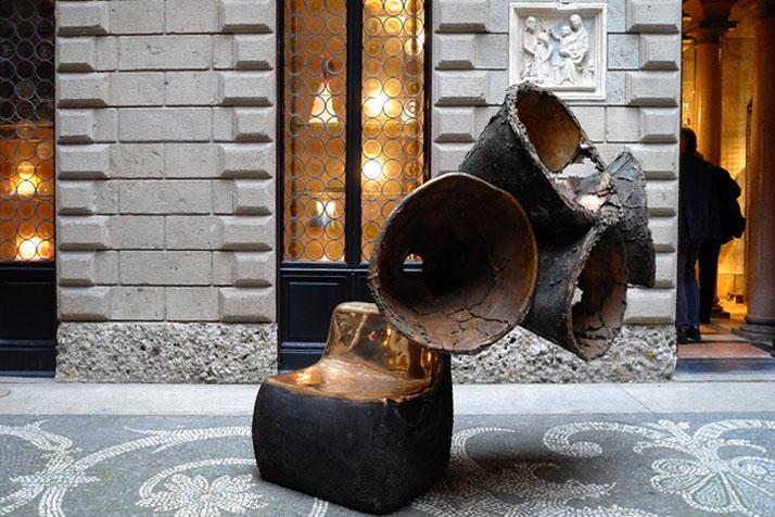 Auditorium, bronze piece, 2011 by Nacho Carbonell. Photo by Tatiana Uzlova.