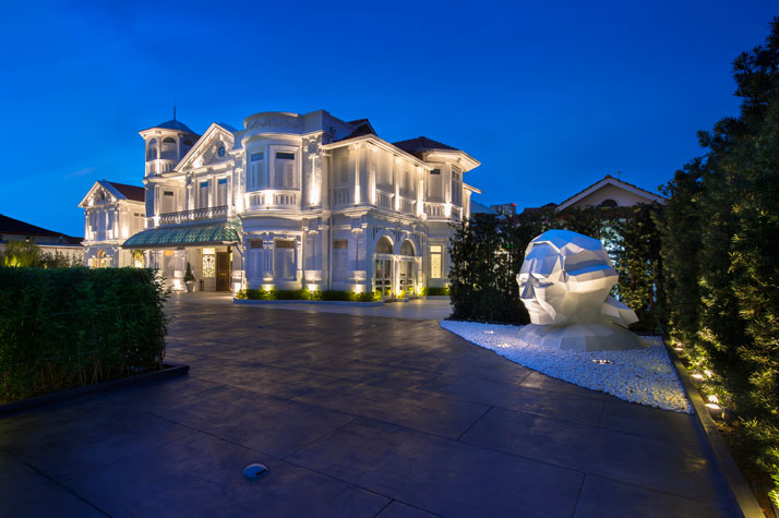 Driveway up to Hotel, photo © Macalister Mansion, Design Hotels.
