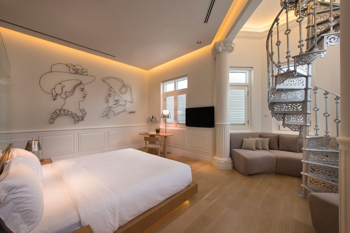 ROOM 4, photo © Macalister Mansion, Design Hotels. Room 4 has a privately commissioned wire sculpture by Low Chee Peng, a local Penang artist. This art piece consists of side profiles of Sir Norman Macalister and his wife, facing each other.