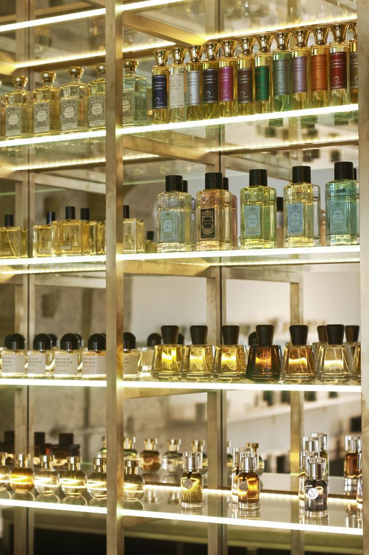 The Liquides Perfume Bar In Marais Paris Yatzer