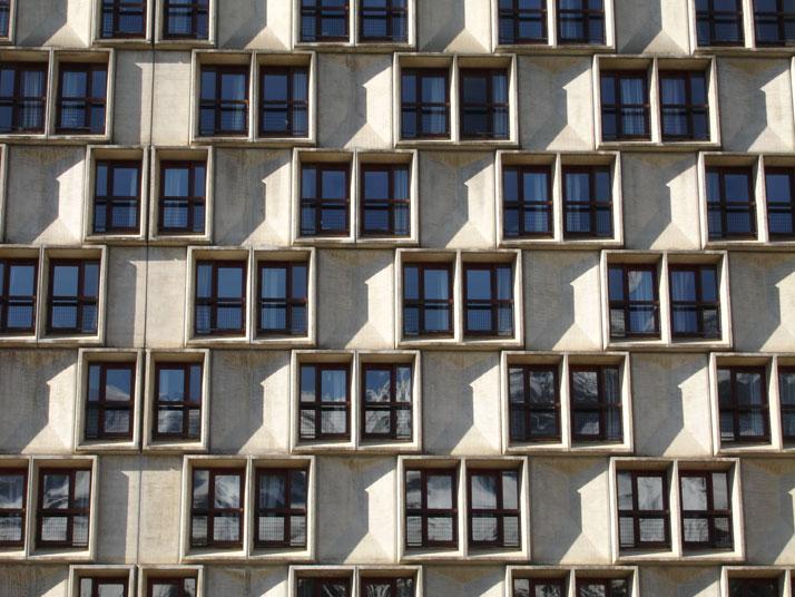 Hôtel Les Lindars, chamber window details and diamond shaped panels, Flaine (Haute-Savoie), 2004.© G. Coquard / CCF.