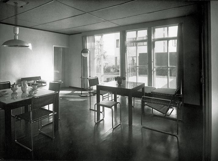 Walter Gropius, Weissenhofsiedlung, house 16, furniture designed by Marcel Breuer.© Dr. Lossen&Co. – Bahaus archives, Berlin.