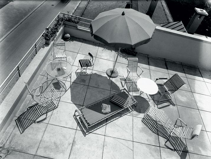 Publicity shot with garden furniture for the company, Wohnbedarf AG, Zurich, around 1934; aluminium furniture by Marcel Breuer.© Photo Hans Finsler - Staatliche Galerie Moritzburg Halle, Landeskunstmuseum Saxe-Anhalt, Hans Finsler collection.