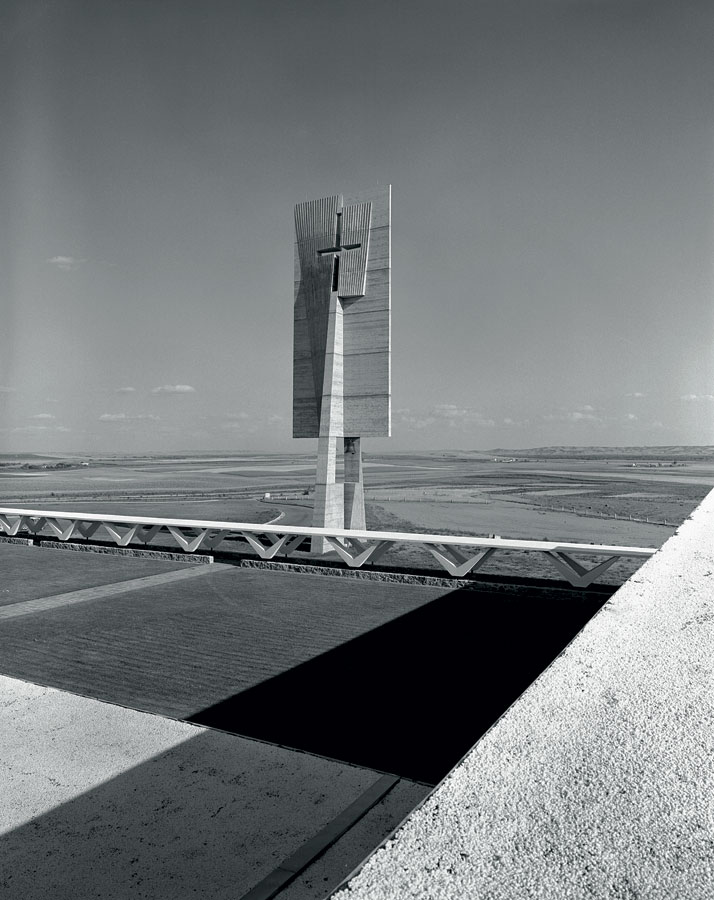 Bell-tower of the priory of the Annunciation of the Benedictine sisters, Bismarck, Dakota of North Dakota, (1961-1963, with Hamilton P. Smith).© Photo Shin Koyama - University of Mary archives.