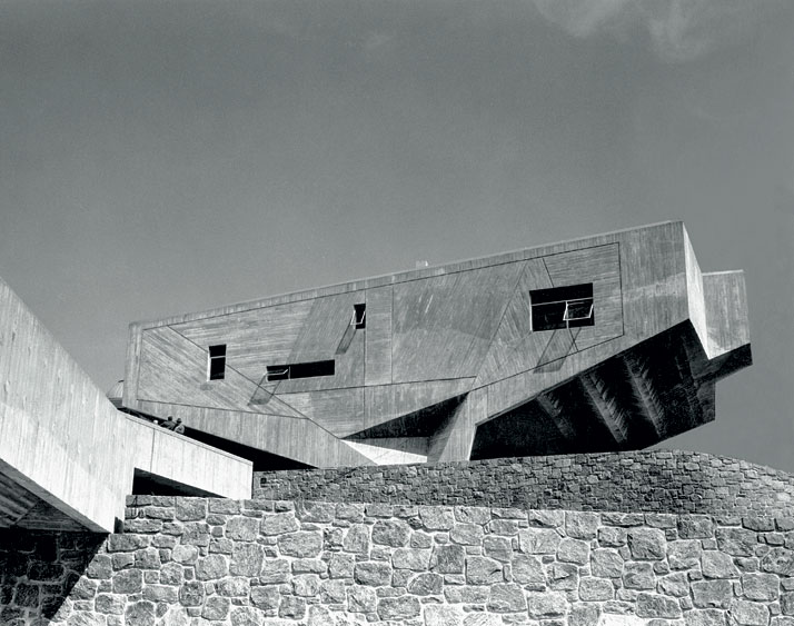 Marcel breuer 1902 1981 design architecture yatzer for Architecture 1970