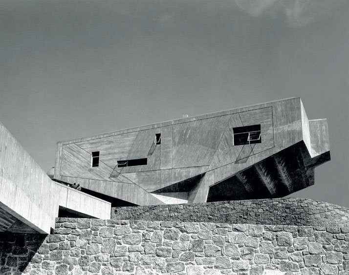 Begrisch Hall, the 'University Heights' campus at New York University, N.Y., (1967-1970, with Hamilton P. Smith and Robert Gatje).© Photo Ben Schnall - Marcel Breuer Papers, Archives of American Art, Washington, D.C.