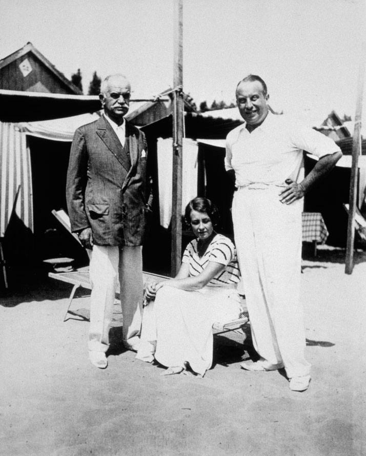Sotirio, Giorgio and Leonilde Bulgari photographed at the Lido of Venice in 1932.Photo © Bulgari Archives.