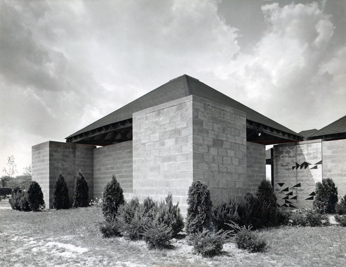 Jewish Community Center, Ewing Township (near Trenton), New Jersey, Louis Kahn, 1954–59. Exterior view of the Bath House with a wall drawing at the entrance designed by Kahn.© Louis I. Kahn Collection, University of Pennsylvania and the Pennsylvania Historical and Museum Commission, photo: John Ebstel.