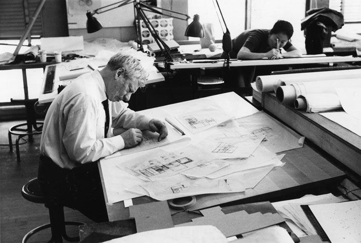 Louis Kahn working on Fisher House design, 1961.© Louis I. Kahn Collection, University of Pennsylvania and the Pennsylvania Historical and Museum Commission.