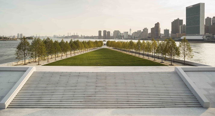FDR Four Freedoms Park (designed 1973-74) on the tip of Roosevelt Island in New York's East River. Completed in October 2012.© 2013 Franklin D. Roosevelt Four Freedoms Park.