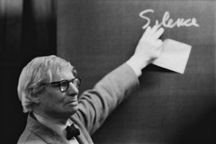 Louis I. Kahn during the lecture at the ETH Zurich.Photo by Peter Wenger © Archives de la construction moderne – Acm, EPF Lausanne.