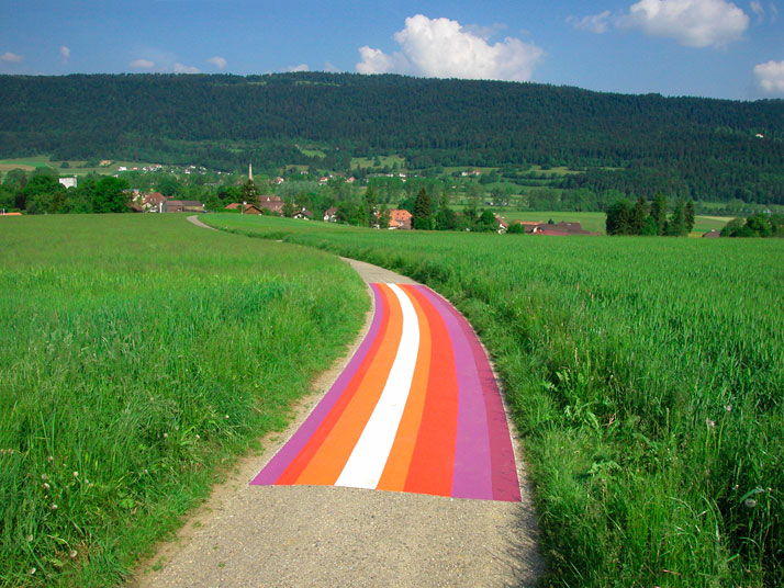 Lang-Baumann, Street Painting #1, 2003, 2 x 20 m, road marking paint. Motiers (Switzerland). Courtesy Loevenbruck gallery and Urs Meile gallery. Photo : Lang-Baumann.