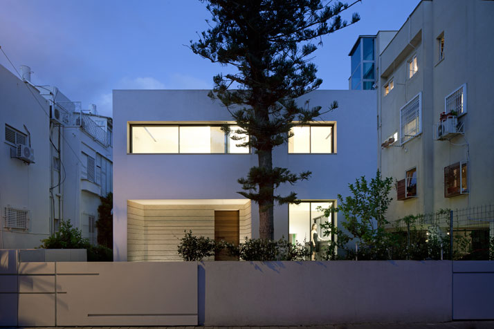 Renovation Of A Dov Carmi Urban Villa In Tel Aviv, Israel Pitsou Kedem Architects urban villa tel aviv yatzer 12
