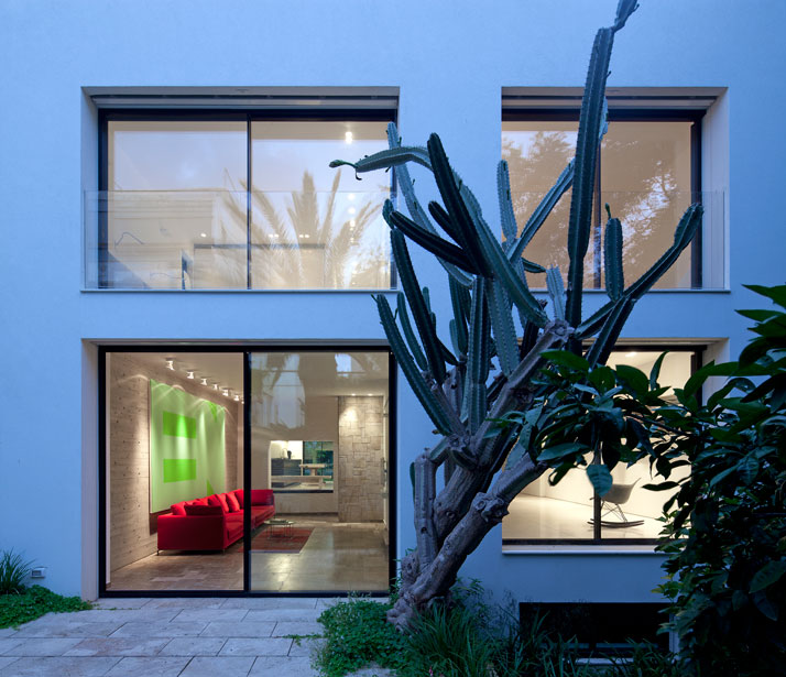 Renovation Of A Dov Carmi Urban Villa In Tel Aviv, Israel Pitsou Kedem Architects urban villa tel aviv yatzer 3
