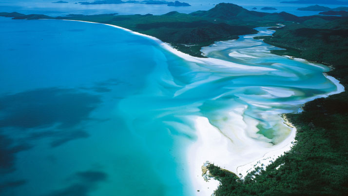 Whitehaven Beach, Whitsunday Island, Australia.photo © Australia.com.
