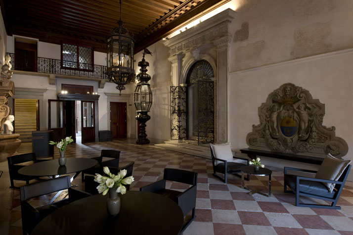 Reception, photo © Aman Canal Grande Hotel, Venice, Amanresorts.