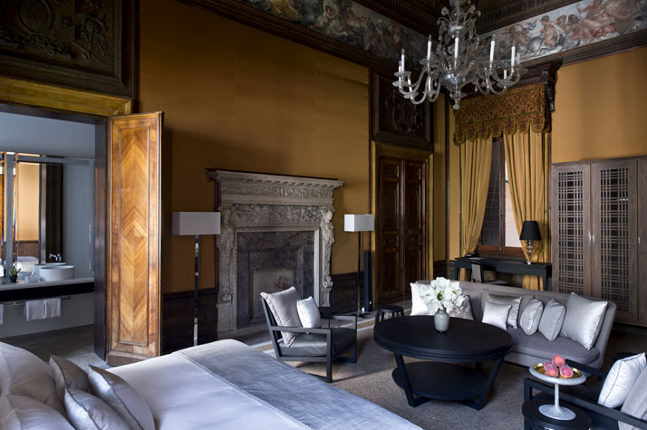 Sansovino Stanza Suite, photo © Aman Canal Grande Hotel, Venice, Amanresorts.