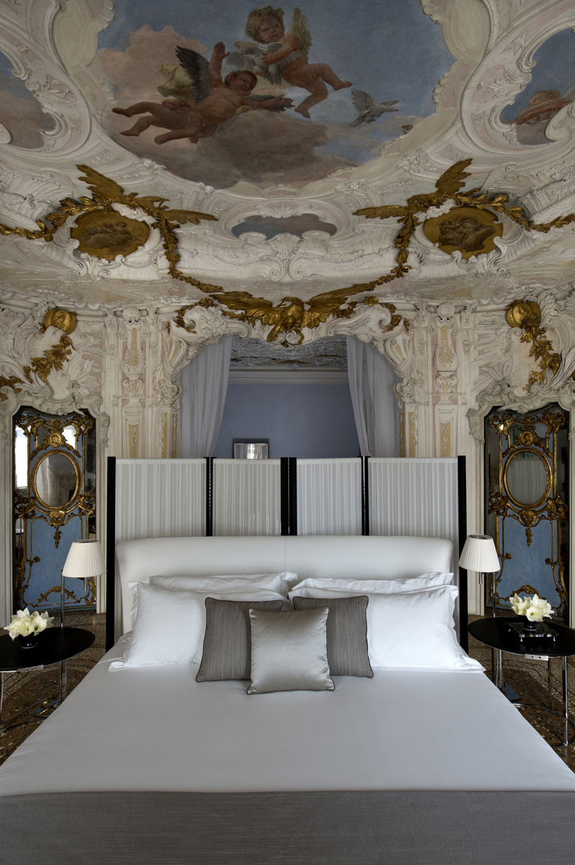 Alcova Tiepolo Suite, photo  Aman Canal Grande Hotel, Venice, Amanresorts.