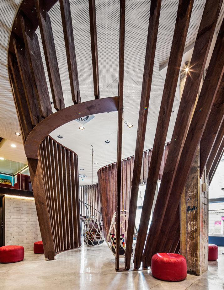 Generator BARCELONA. In the hostel lobby a giant wood structure recalls Barcelona's ship-building heritage.Photo © Nikolas Koenig.
